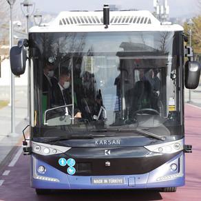 Primul autobuz fără șofer produs în Turcia va ajunge în România