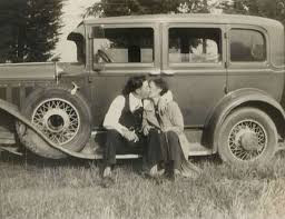 Sfarsitul celui mai cunoscut cuplu de gangsteri americani: Bonnie si Clyde