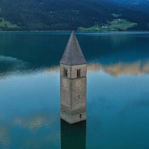 Ruinele unui sat din Italia, inundat în 1950, au reapărut la suprafață, după ce lacul a secat/Foto