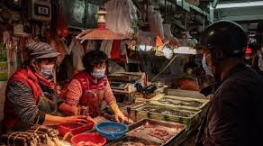 Experții OMS au ajuns în piața din Wuhan la peste un an de la izbucnirea pandemiei