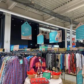 Un important hipermarket va vinde si haine purtate