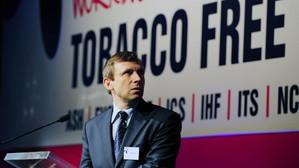 Lupta cu industria tutunului și cu viciile. Un român, premiat de OMS pentru lupta antifumat