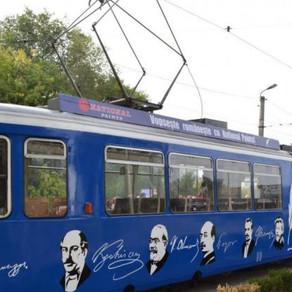La Iași, literatura se promovează  în tramvai