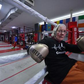 Bunica in ring, la 75 de ani / Video