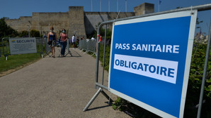 În Franța e nevoie de un permis de sănătate pentru intrarea la muzee sau cinematografe