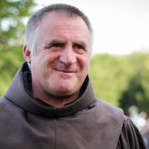 Maraton de vaccinare după pelerinajul de la Șumuleu-Ciuc. Un călugăr franciscan se va vaccina