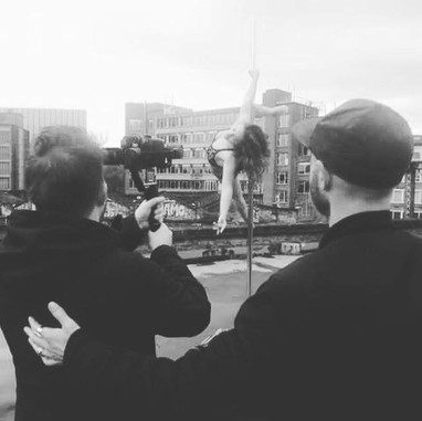 Thanks to the amazing Tara Margulies (@movewithtara)  Shooting on the rooftop 🎥📷 by @jasonklaassen & Duncan Nicholls !