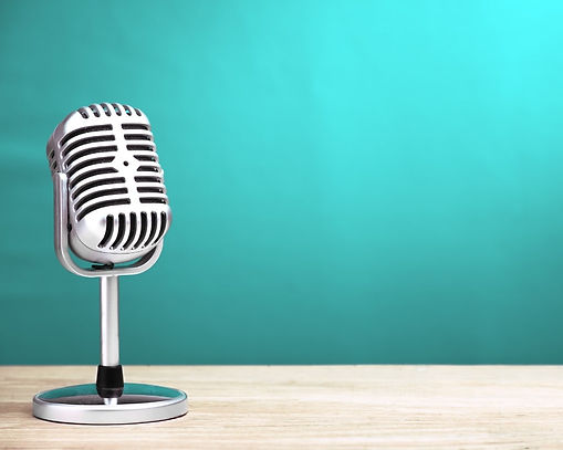 Retro-podcast-microphone-on-table.jpg