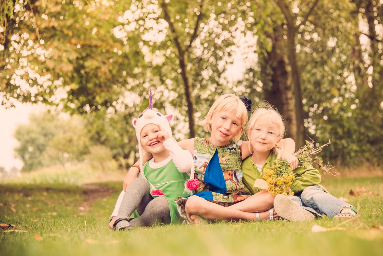 drie zusjes samen op een foto