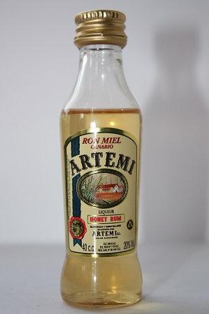 Honey rum liqueur