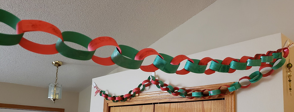 red and green diy christmas chain decoration