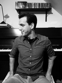Clemens Mathias Nowak vor Klavier