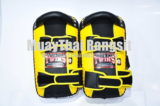 Curved Kicking Pad, velcro arm lock