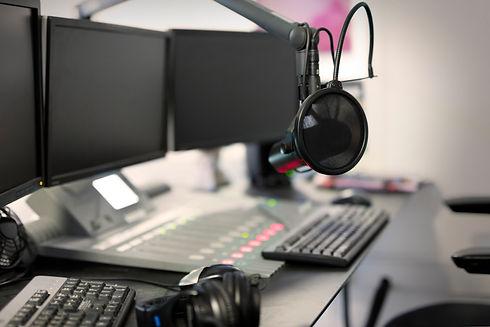 microphone-modern-radio-station-broadcas