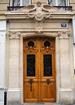 Porte d'immeuble classée