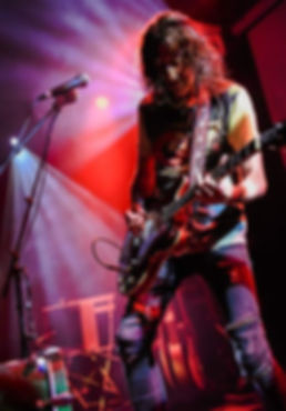 Gwyn Ashton, Australian alt blues rock one-man band, guiatrist, singer, songwriter