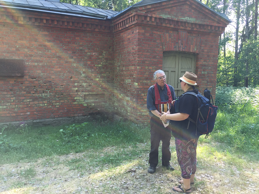 Roshi Frank with Maija Ijäs at the execution site in Hennala