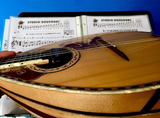 חוברת ללימוד מוזיקה ונגינה על בוזוקי