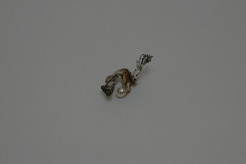 18 Plant earring w/ freshwater pearl - hkd $580