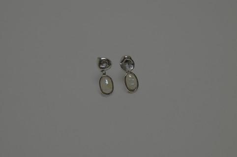 27 freshwater pearl w/ silver earring - hkd $480