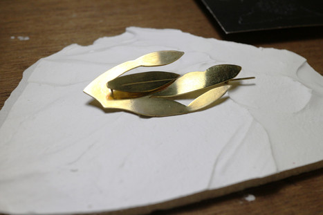 07 plant brooch in brass - hkd $380