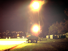 torre de iluminacion en estadio de futbol