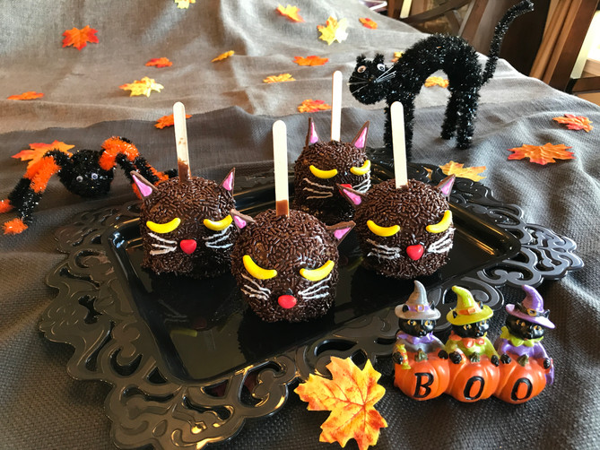 Spooky Caramel Apple Cats
