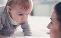 Apprendre-a-parler-a-mon-bebe-maman-vogu