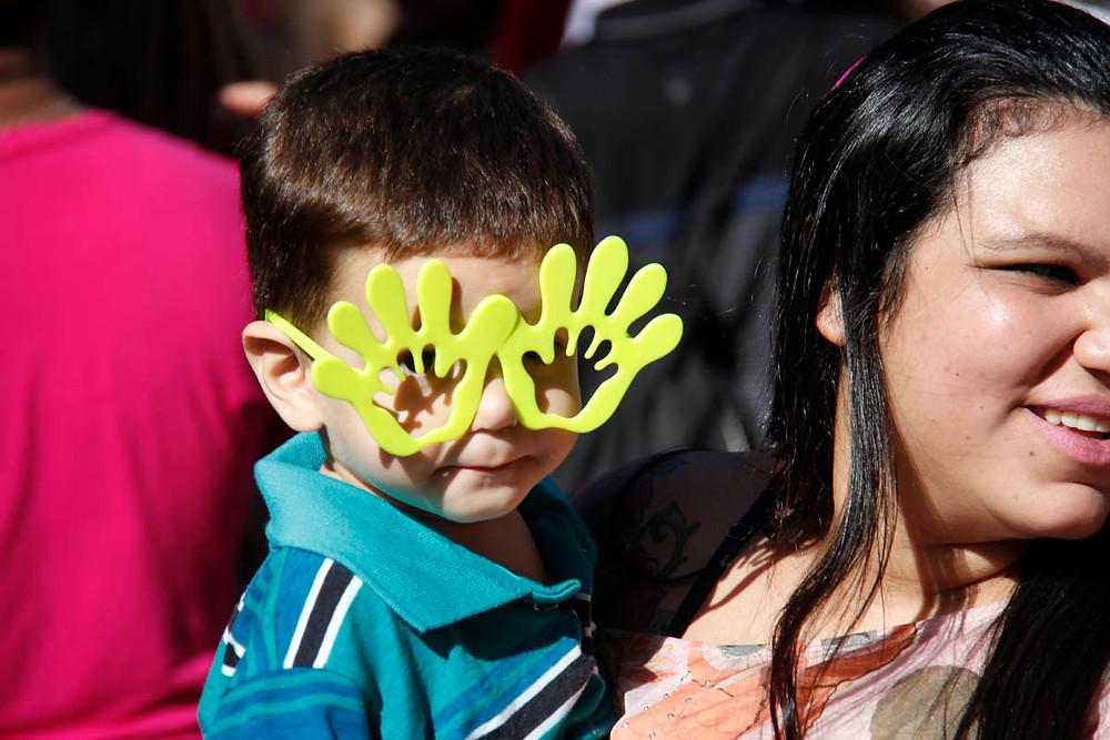 Adultos e crianças participam da Parada LGBT em São Paulo