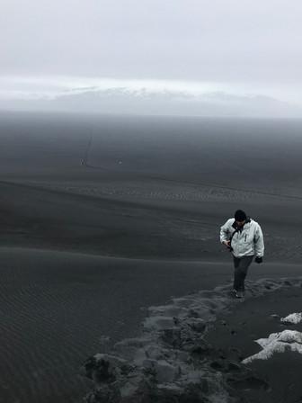 Le e a praia de areia preta