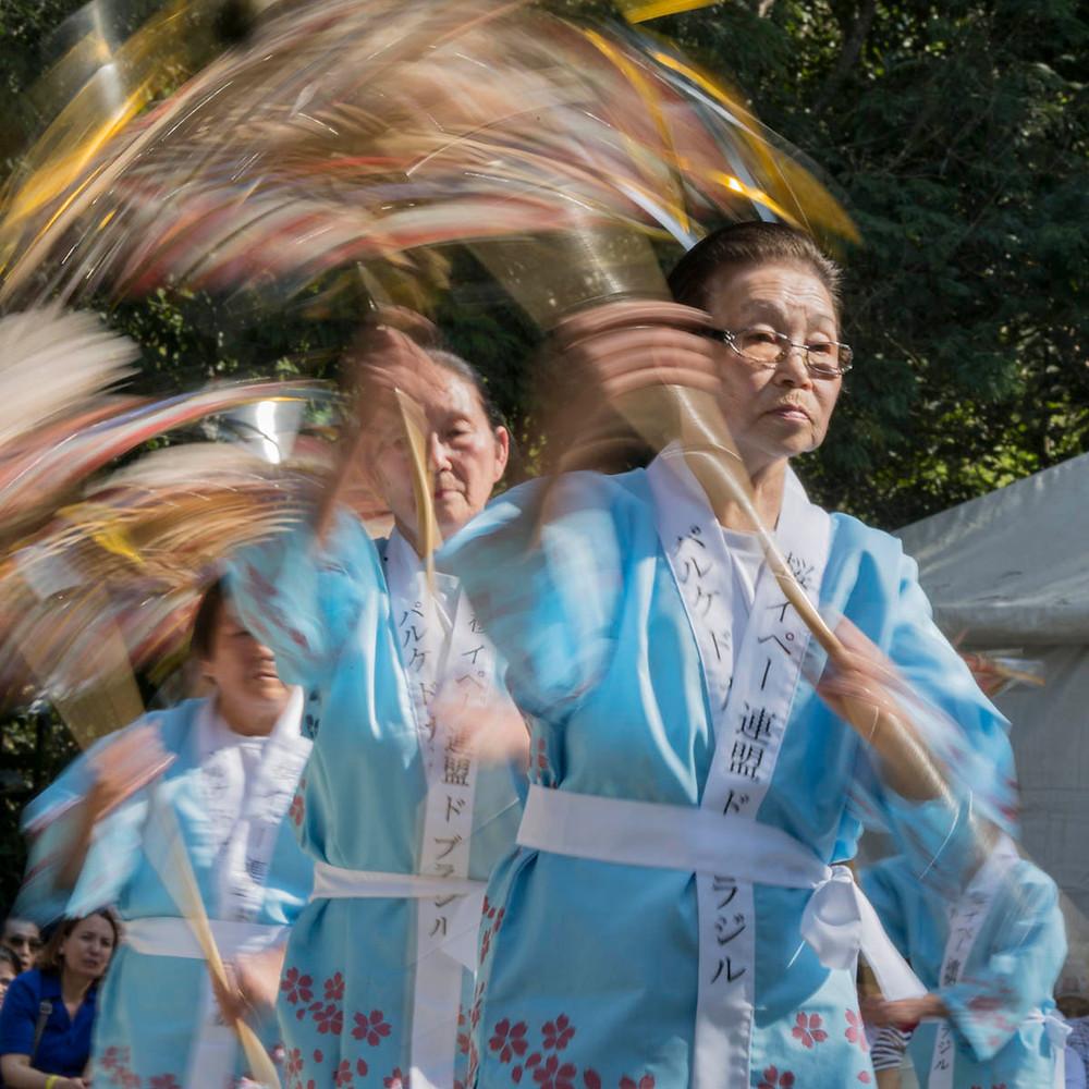 Dança tradicional japonesa durante o Sakura Matsuri