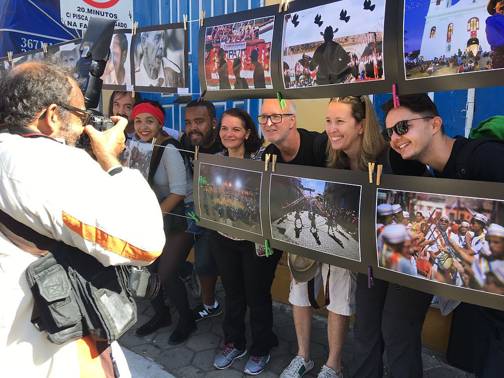 Andrea Goldschmidt e seus animados amigos fotógrafos, companheiros de aventuras