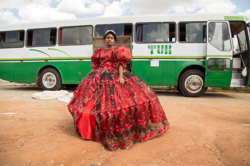 Princesa do Maracatu Coração Nazareno em viagem para fazer apresentações