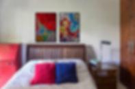 Dormitório com fotos da festa Maracatu Rural