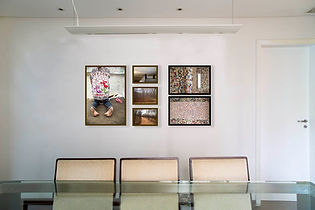 Sala de jantar com fotos da festa da Padroeira do Brasil e Procissão de Finados do Padre Cícero