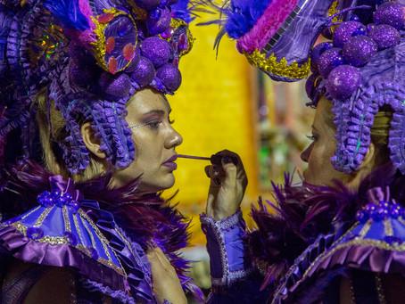 O mundo colorido das Escolas de Samba no Carnaval de São Paulo
