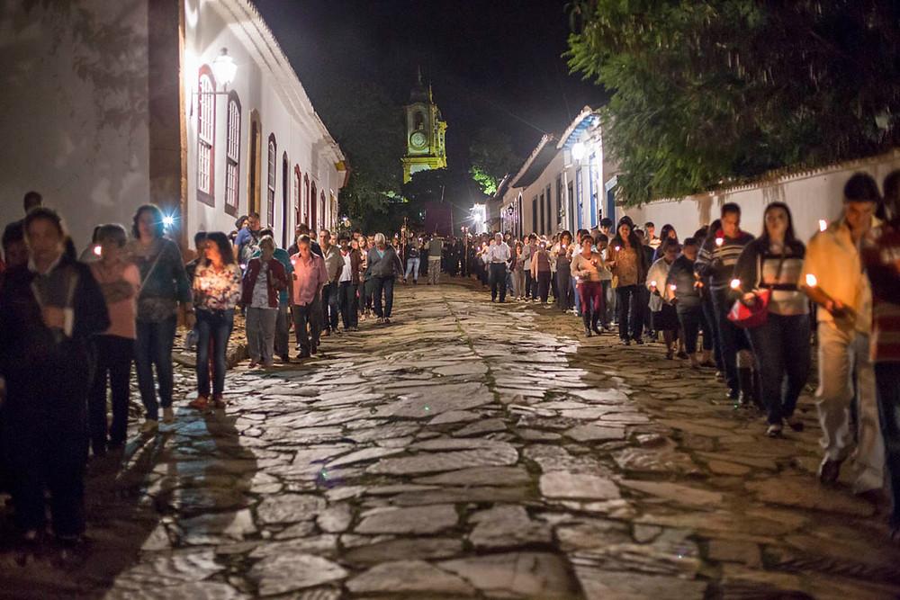 Procissão de Quaresma nas ruas de Tiradentes, Minas Gerais