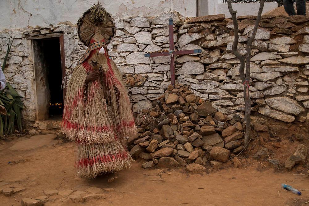 índio Pankararu de Praiá no Santo Sepulcro em Juazeiro do Norte, durante a Romaria de Finados em homenagem ao Padre Cícero