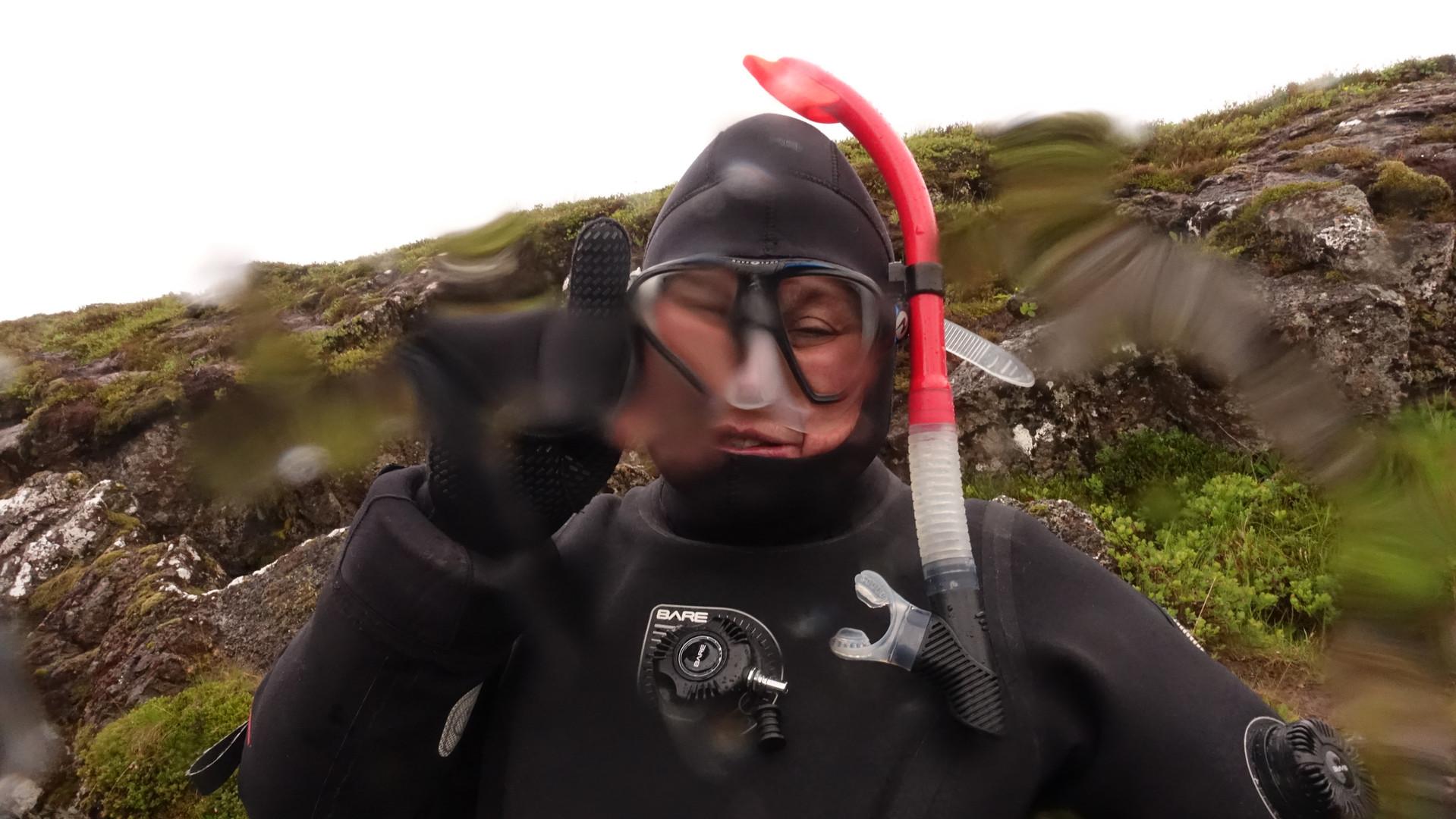 Fer pronta para mergulhar na Fenda de Silfra