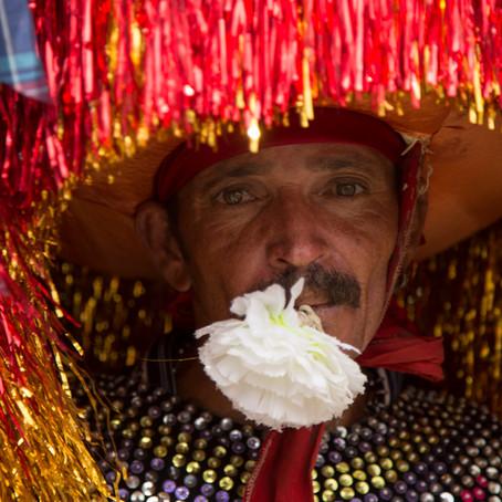 O colorido e empolgante Carnaval de Nazaré da Mata com seu Maracatu do Baque Solto (Maracatu Rural)