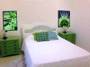 Dormitório com fotos da festa Carnaval Desfile das Escolas de Samba