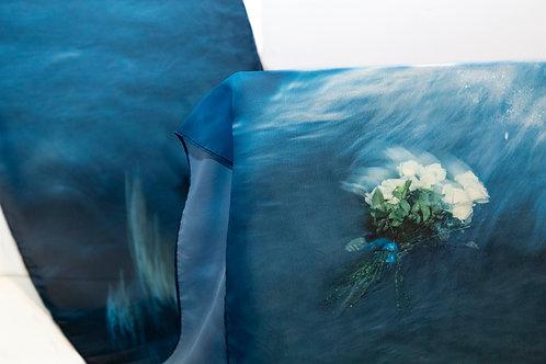 Echarpe com imagem do mar na Festa de Iemanjá