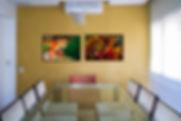 sala de jantar com fotos da festa Boi Bumbá de Parintins