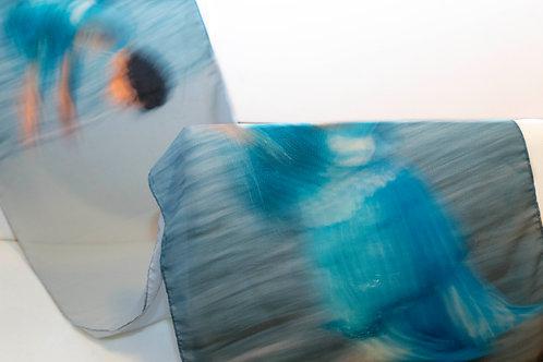 desenho da echarpe azul clara com imagem da Festa de Iemanjá