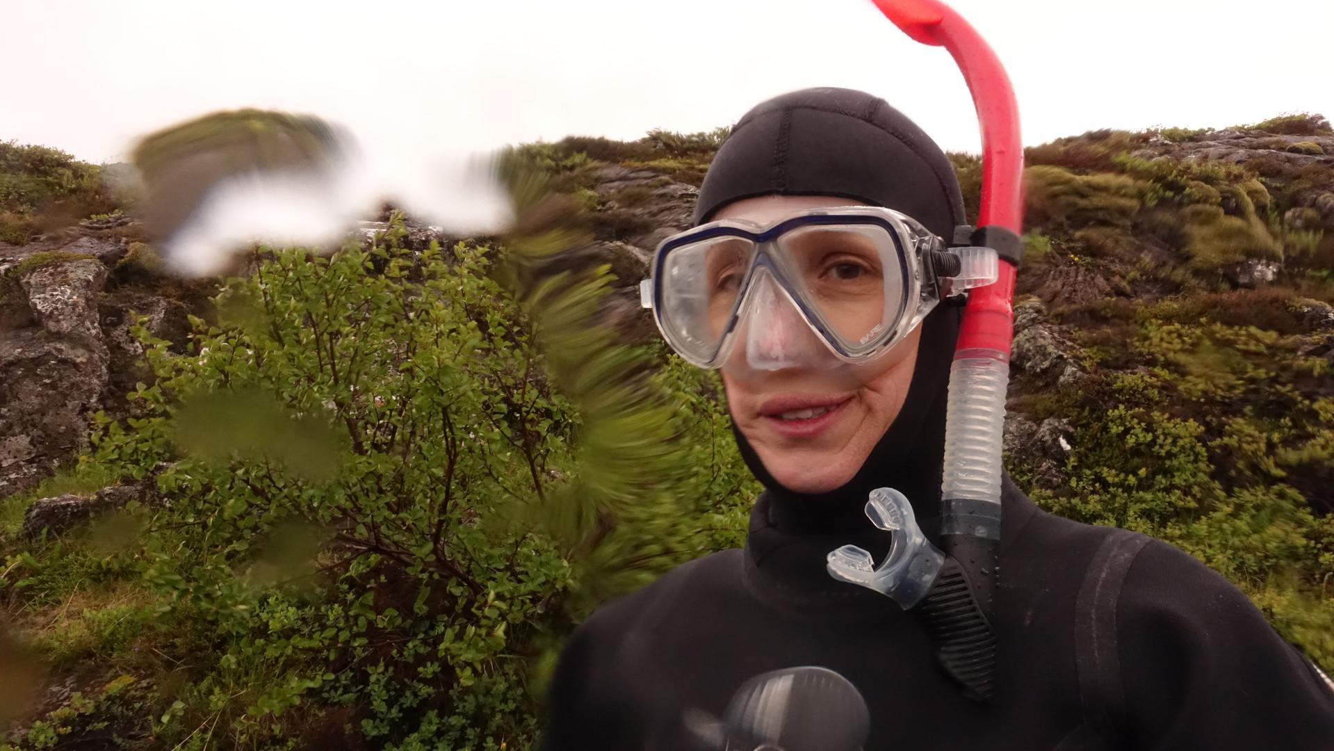 Andrea pronta para mergulhar na Fenda de Silfra