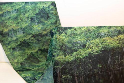 Desenho da echarpe verde com desenho da Floresta Amazônica