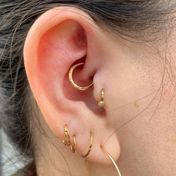 daith with solid 18kt yellow gold hammer