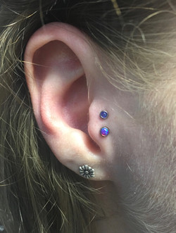 dbl tragus with qualiti opals
