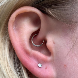 daith with solid 18kt white gold hammere