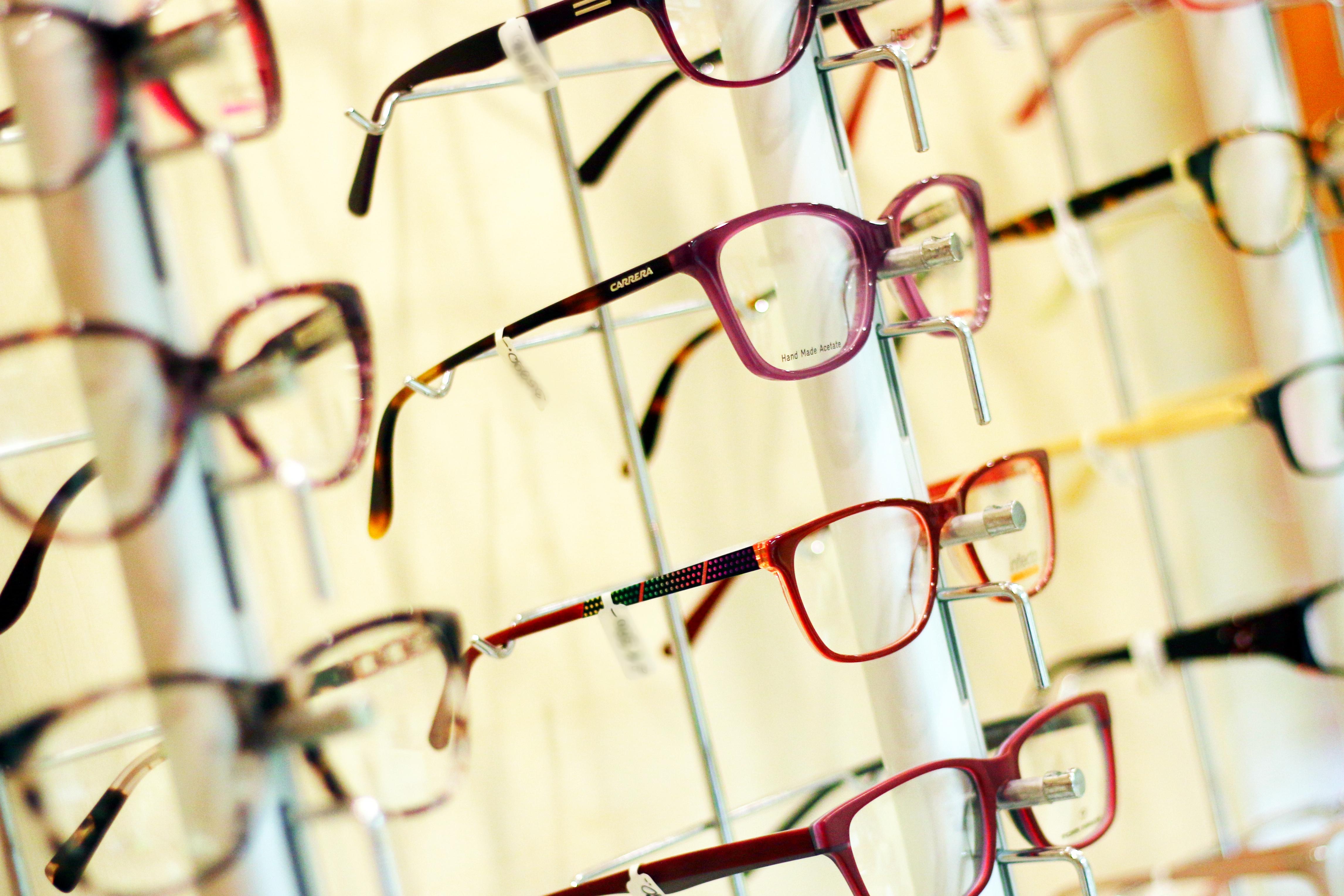 Keretek és napszemüvegek